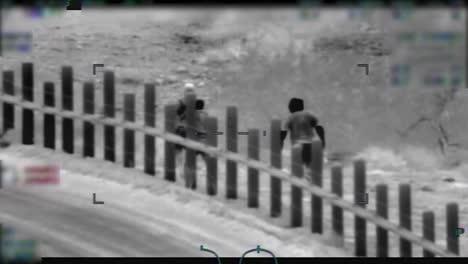 Imágenes-De-Visión-Nocturna-De-Migrantes-Mexicanos-Que-Son-Arrojados-En-La-Frontera-Estadounidense-Por-Escoltas-Armados-2010s