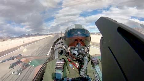 Vista-De-La-Cabina-De-Un-Piloto-De-Combate-Mientras-Despega-De-La-Base-De-La-Fuerza-A�rea-Nellis-Durante-Los-Ejercicios-De-Bandera-Roja-191-2019-Vista-De-La-Cabina-De-Un-Piloto-De-Combate-Mientras-Despega-De-La-Base-De-La-Fuerza-Aérea-Nellis-Durante-Los-Ejercicios-De-Bandera-Roja-191-2019