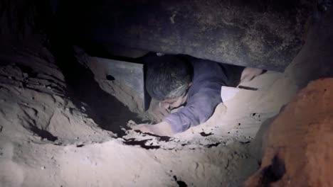 Grupo-De-Extranjeros-Ilegales-Detenidos-Por-Agentes-De-La-Patrulla-Fronteriza-De-Yuma-Después-De-Intentar-Excavar-Debajo-Del-Muro-2019