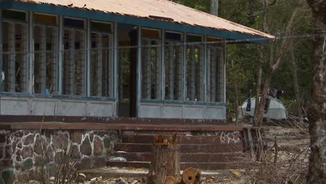 Houses-And-Cars-Ruined-In-the-Aftermath-Of-the-2009-Tsunami-that-Hit-the-American-Samoas