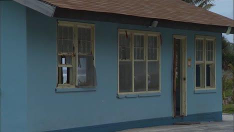 Fema-Evakuierungshinweise-An-Häusern-Nachdem-Ein-Tsunami-2009-Amerikanisch-Samoa-Verwüstet-Hatte