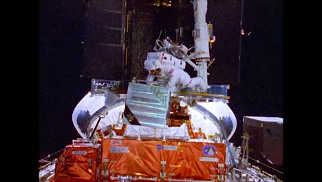 Astronauts-Conduct-An-Eva-On-the-Hubble-Space-Telescope-1