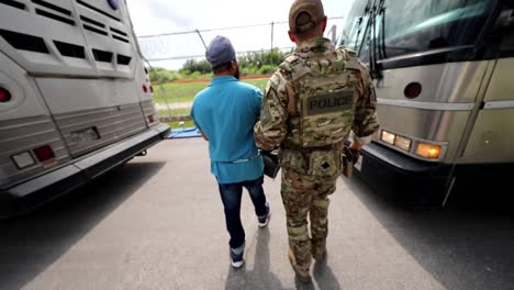 American-Soldiers-Transport-Middle-Eastern-Prisoners-From-A-Prison-Facility-Onto-Buses