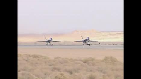 2013-Aviones-Fa18-Repostan-En-Vuelo