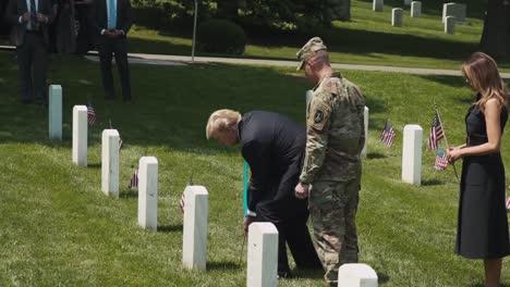 El-Presidente-Trump-Y-La-Primera-Dama-Melania-Trump-Visitan-El-Cementerio-De-Arlington-2019