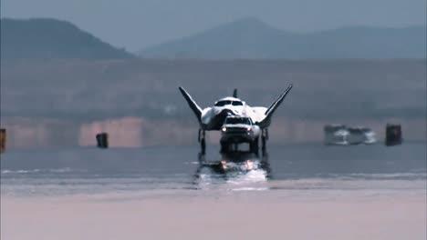 Corporaciones-De-Sierra-Nevada-Dream-Chaser-Rueda-Por-Una-Pista-En-Nasas-Armstrong-Flight-Research-Center-En-California