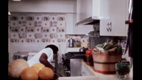 Claudia-Lady-Bird-Johnson-Habla-Sobre-La-Cocina-En-Su-Casa-Familiar-Y-Lyndon-B-Johnson-Junio-De-1968