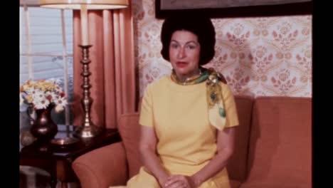 Claudia-Lady-Bird-Johnson-Habla-Sobre-El-Drama-Político-En-La-Guarida-De-Ella-Y-La-Casa-De-La-Familia-Lyndon-B-Johnson-Junio-De-1968