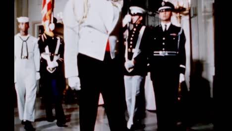 Claudia-Lady-Bird-Johnson-Relata-Las-Fiestas-Y-Ceremonias-Celebradas-En-La-Sala-Ovalada-Amarilla-En-Las-Viviendas-De-La-Casa-Blanca-1960