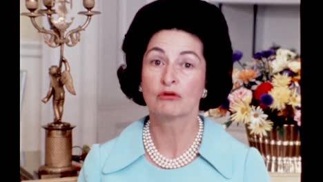 Claudia-Lady-Bird-Johnson-Habla-Sobre-La-Naturaleza-Fugaz-De-Estar-En-La-Casa-Blanca-1960