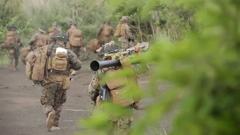 Us-Marines-Flying-An-Opsrey-Conduct-An-Infantry-Air-Assault-Tactical-Military-Exercise-At-Camp-Fuji-Japón-2