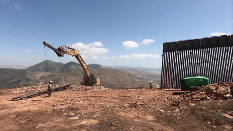 Timelapse-Of-Us-Army-Corp-Of-Engineers-Contractor-Installs-Section-Of-Border-Barrier-Wall-Or-Border-Fence-Near-San-Diego-Ca