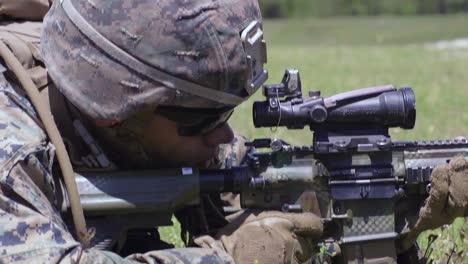 Los-Infantes-De-Marina-De-Los-EE-UU-Realizan-Entrenamiento-De-Fuego-Y-Maniobras-Apoyado-Por-Escuadrones-Para-Mejorar-Las-Habilidades-De-Combate-En-El-Campamento-Lejeune-Nc-4