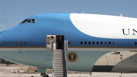 Us-President-Donald-Trump-Arrives-Marine-Corp-Air-Station-Yuma-On-Airforce-One-To-Inspect-the-Border-Wall-Arizona