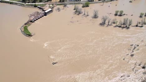 Flooding-Along-the-Tittabawassee-River-Resulting-From-the-Breach-Of-Edenville-And-Sanford-Dams-At-Midland-Michigan-3