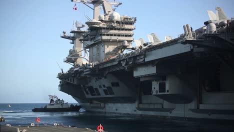 US-Navy-Portaaviones-Nucleares-Uss-Theodore-Roosevelt-Sale-Apra-Harbour-Guam-Durante-La-Pandemia-Covid19-2