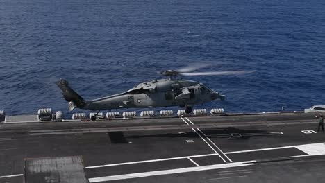 US-Navy-Portaaviones-Nucleares-Uss-Theodore-Roosevelt-Sale-Apra-Harbour-Guam-Durante-La-Pandemia-Covid19-4