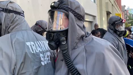 413-Chemical-Company-(Decontamination)-Soldiers-Train-To-Help-Civilian-Authorities-During-Disaster-Response-New-York-City-1