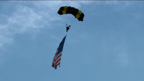 Us-Army-Golden-Knights-Parachute-Demonstration-Team-Skydive-July-4th-Celebration-In-Washington-Dc-1