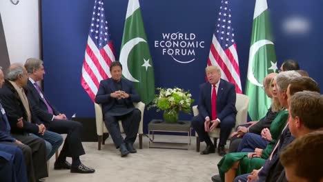 US-Präsident-Donald-Trump-Und-Der-Pakistanische-Premierminister-Imran-Khan-Während-Der-Pressekonferenz-Des-Weltwirtschaftsforums