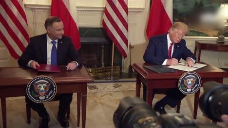 El-Presidente-Estadounidense-Donald-Trump-Andrzej-Duda-Presidente-De-Polonia-Ejecutar-Un-Tratado-En-La-Ceremonia-De-Firma-De-La-Casa-Blanca-1