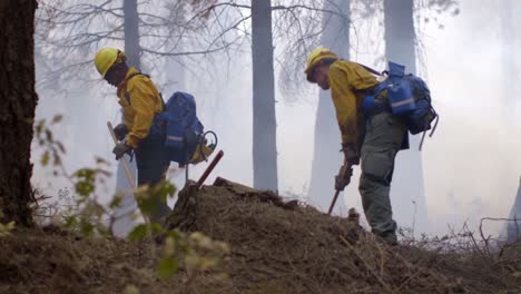 Us-Marines-Help-Fight-Creek-Fire-An-Inferno-Of-Flames-And-Raging-Wildfires-In-the-Sierra-National-Forest-3