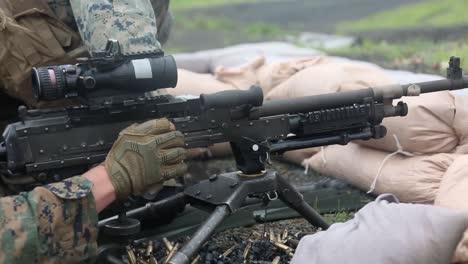 Los-Marines-Estadounidenses-Fuego-Ametralladora-M240-Rango-Ejercicio-De-Entrenamiento-De-Competencia-En-Puntería-En-El-Campamento-De-Fuji-Japón-1