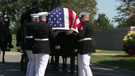 Us-Marines-In-Dress-Uniform-Lay-A-Fallen-Soldier-To-Rest-At-Arlington-National-Cemetery-Washington-6