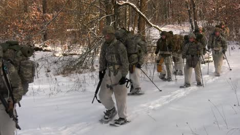 Us-Army-And-Marines-Use-Snowshoes-Ahkio-Sleds-And-Winter-Survival-Gear-Fort-Mccoy-Coldweather-Course-Wi-3