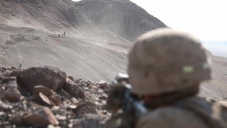 Los-Marines-Estadounidenses-En-El-Desierto-Camuflaje-Rango-De-Conducta-400-Ejercicio-De-Entrenamiento-Integrado-En-Twentynine-Palms-CA-3