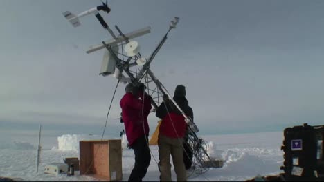 Los-Científicos-Meteorológicos-Y-Climáticos-De-La-NASA-Construyen-Una-Estación-Meteorológica-En-La-Antártida