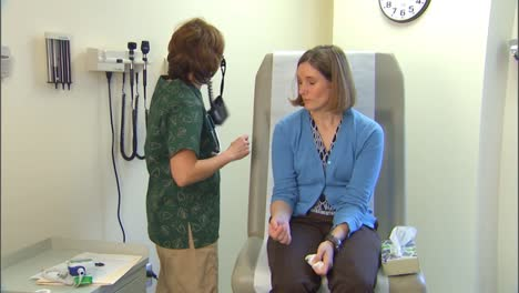 A-Doctor-Treats-A-Patient-For-Flu-Like-Symptoms-2