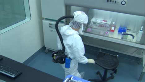 Cdc-Scientist-In-Appropriate-Personal-Protective-Equipment-Isolates-And-Tests-For-Highly-Pathogenic-Avian-Influenza-4
