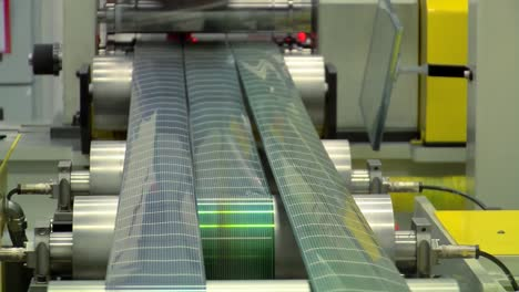 Solar-Panels-Are-Manufactured-In-A-Factory-3