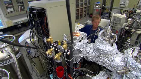Researchers-Test-Thin-Film-Micro-Battery-Components-1