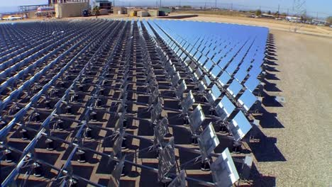A-Large-Solar-Array-In-The-Desert-Generates-Clean-Electricity-1