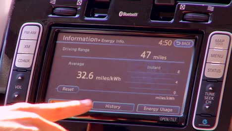 Electric-Vehicle-Dashboard-Display-1