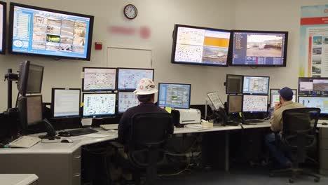 Kontrollraum-Eines-Geothermiekraftwerks-2