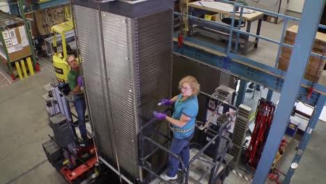 Las-Pilas-De-Combustible-Se-Producen-En-Una-Línea-De-Montaje-De-Fábrica-2