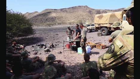 Soldados-Del-Ejército-Francés-Y-Estadounidense-Aprenden-Habilidades-De-Combate-Y-Supervivencia-Curso-De-Comando-Del-Desierto-Francés-Djibouti-2