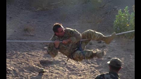 Y-Los-Soldados-Del-Ejército-Francés-Aprenden-Habilidades-De-Combate-Y-Supervivencia-Curso-De-Comando-Del-Desierto-Francés-Djibouti-5