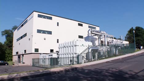 A-Fuel-Cell-Power-Plant-Generates-Electricity-1