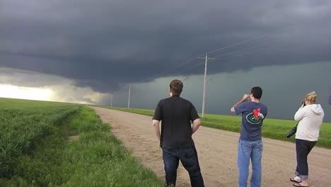 Cazadores-De-Tormentas-De-Noaa-Usan-Antenas-De-Radar-Para-Estudiar-La-Formación-De-Vórtices-En-Tornados