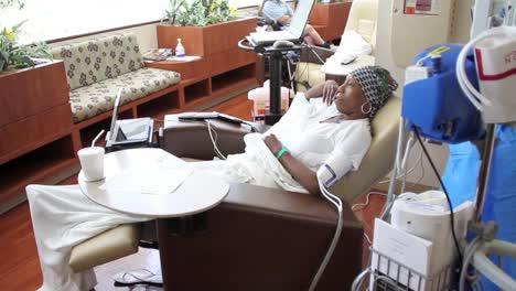 Krebspatienten-Erhalten-Chemotherapie-3