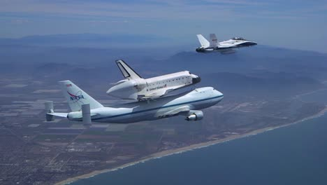 The-Final-Voyage-Of-Space-Shuttle-Enterprise-Flying-Over-Pacific-Coast-1