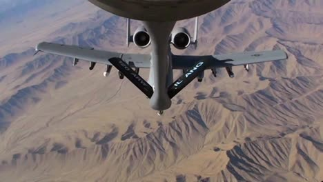 An-A10-Thunderbolt-Gets-Refueled-By-A-Kc-135-Stratotanker