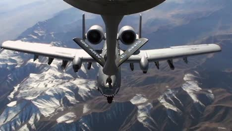 An-A10-Thunderbolt-Gets-Refueled-By-A-Kc-135-Stratotanker-1