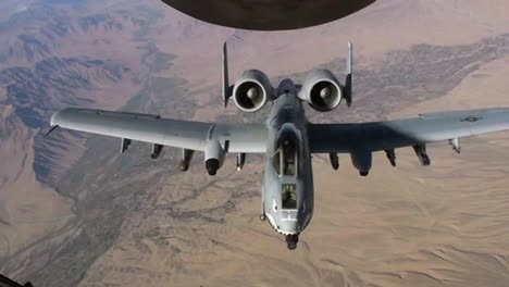 An-A10-Thunderbolt-Gets-Refueled-By-A-Kc-135-Stratotanker-2