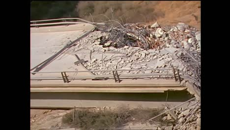 Footage-Of-The-1994-Northridge-Earthquake-Freeway-Collapses-4