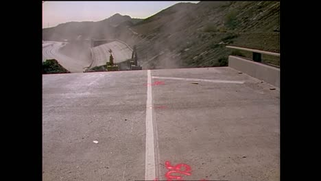 Footage-Of-The-1994-Northridge-Earthquake-Freeway-Collapses-6